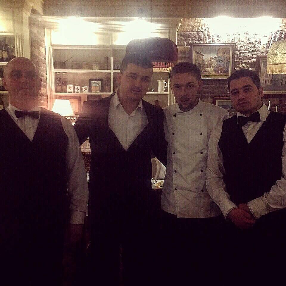 "В центре директор ресторана ""Боэми"" Душко Гнидич и шеф-повар Живойин Радивоевич"