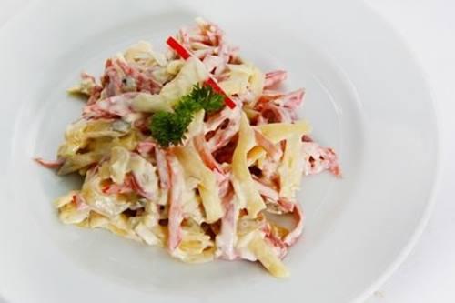 salat-s-kolbasoy-3-chtoprigotovit-ru-jpg_thumb