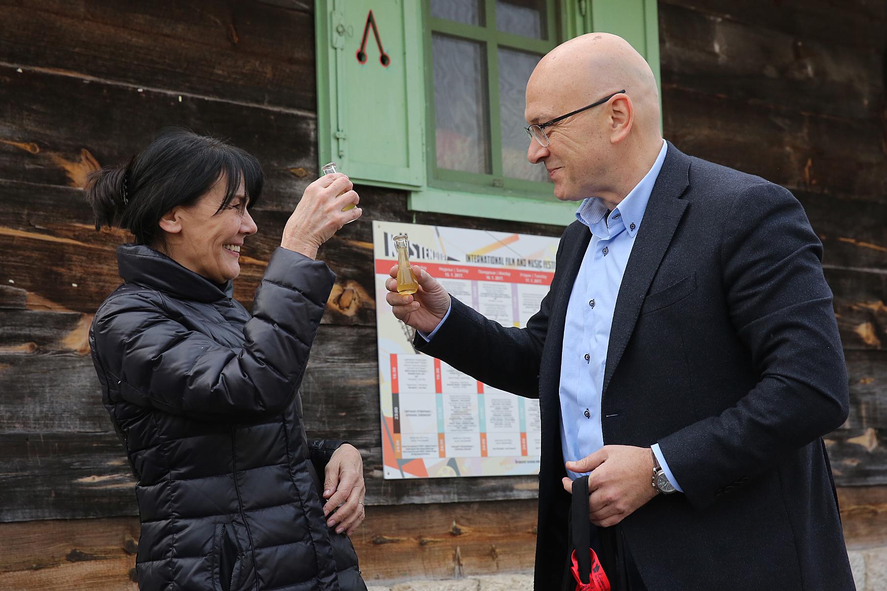Мая Кустурица и Министр культуры Сербии Владан Вукосавлевич.
